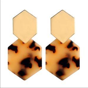 ✅🌹Tortoise Shell Statement Dangle Earrings.